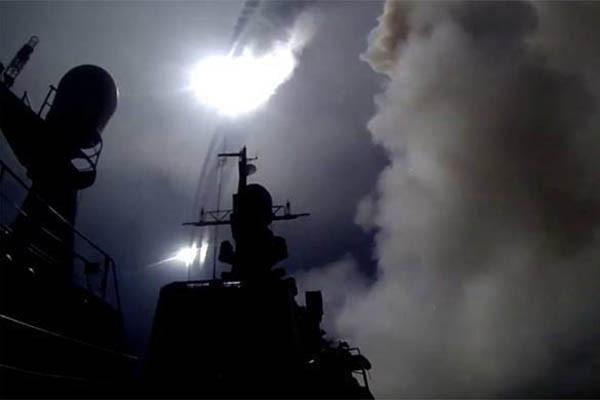 러, 순항미사일로 시리아 공격…美드론에 접근하기도