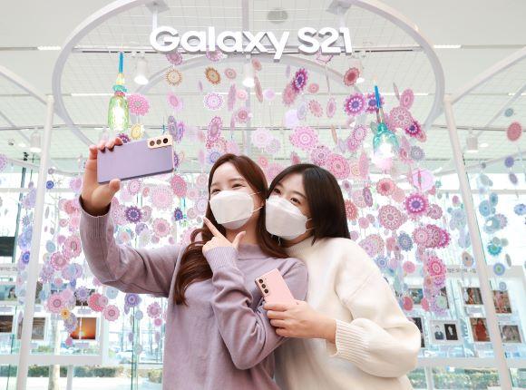 삼성 전자 '갤러리 S21'매출 붐 … 전작 대비 30 % 증가